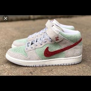Nike dunk mid pro shoes.